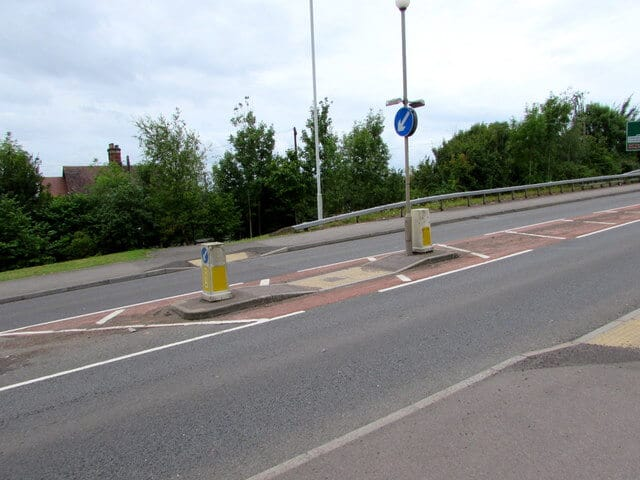Example of pedestrian refuge crossing - pedestrian crossings
